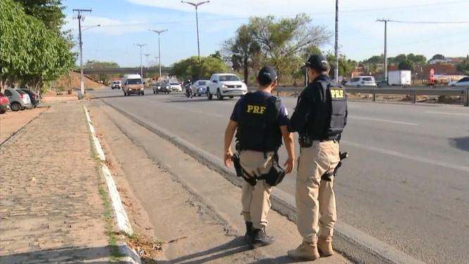 Agentes da PRF patrulham via no Ceará Foto: Reprodução/TV Globo