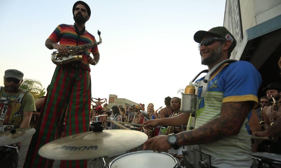 Músicos da Orquestra Voadora no ensaio no Parque de Madureira Foto: Roberto Moreyra