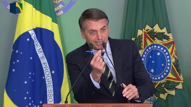Bolsonaro assina decreto para facilitar posse de arma no país Foto: Reprodução