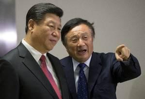 Foto de arquivo mostra o presidente da China, Xi Jinping, ao lado de Ren Zhengfei Foto: POOL New / REUTERS
