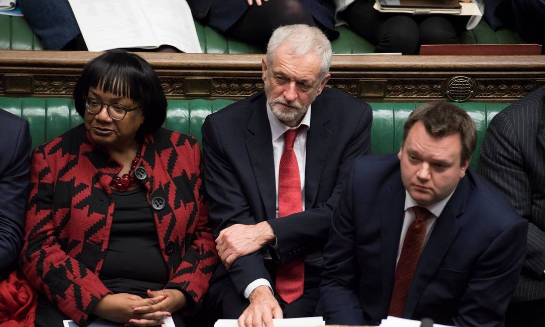 Com a derrota do acordo, o líder do Partido Trabalhista, de oposição, Jeremy Corbyn, pediu que amanhã seja debatida uma moção de desconfiança contra Theresa May; caso ela perca, novas eleições poderão ser convocadas Foto: HANDOUT / REUTERS