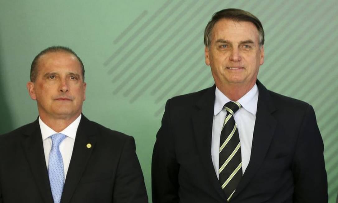 O ministro da Casa Civil, Onyx Lorenzoni, e o presidente Jair Bolsonarom, durante cerimônia no Palácio do Planalto Foto: Marcelo Camargo/Agência Brasil