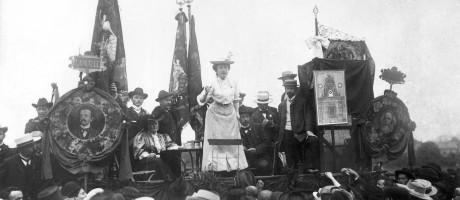 Rosa Luxemburgo discursa na 2ª Internacional, em 1907 na cidade de Stuttgart, Alemanha Foto: ullstein bild Dtl. / ullstein bild via Getty Images