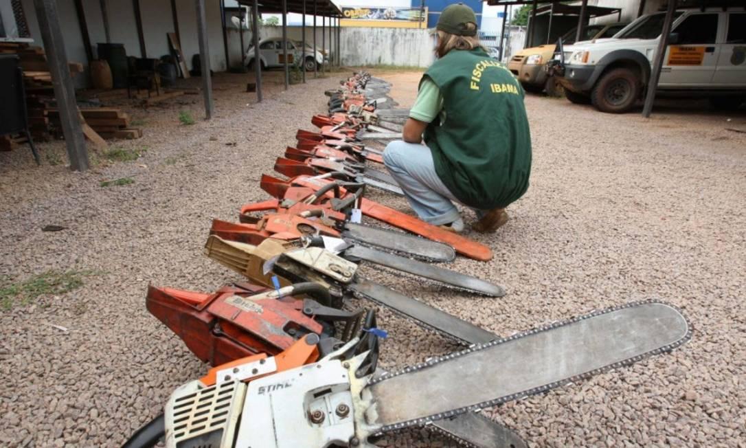 Motosseras apreendidas pelo Ibama em operações na região de Sinop (MT) Foto: Divulgação / Roberto Stuckert Filho/26-2-2008