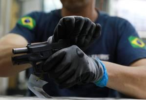 Fábrica de armas em Sao Leopoldo (RS) Foto: DIEGO VARA / REUTERS