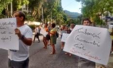 Protesto contra falta d'água feito por moradores das ruas imboaçu, Guamumbi e Tirol na Estrada dos Três Rios Foto: Divulgação / Reprodução