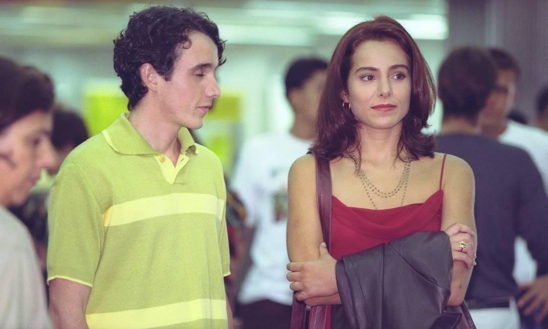 Em 1998, ao lado da atriz Cássia Linhares, durante gravação da novelinha 'Malhação' Foto: Carlos Ivan / Agência O Globo