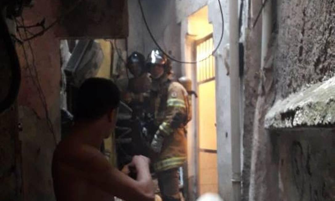 Bombeiros contiveram princípio de incêndio após explosão na Rocinha Foto: Reprodução
