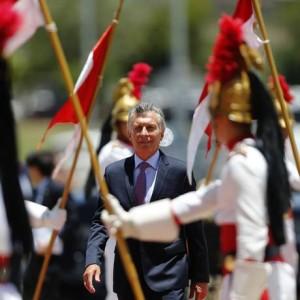 O presidente da Argentina, Mauricio Macri chega no Palácio do Itamaraty Foto: Jorge William / Agência O Globo