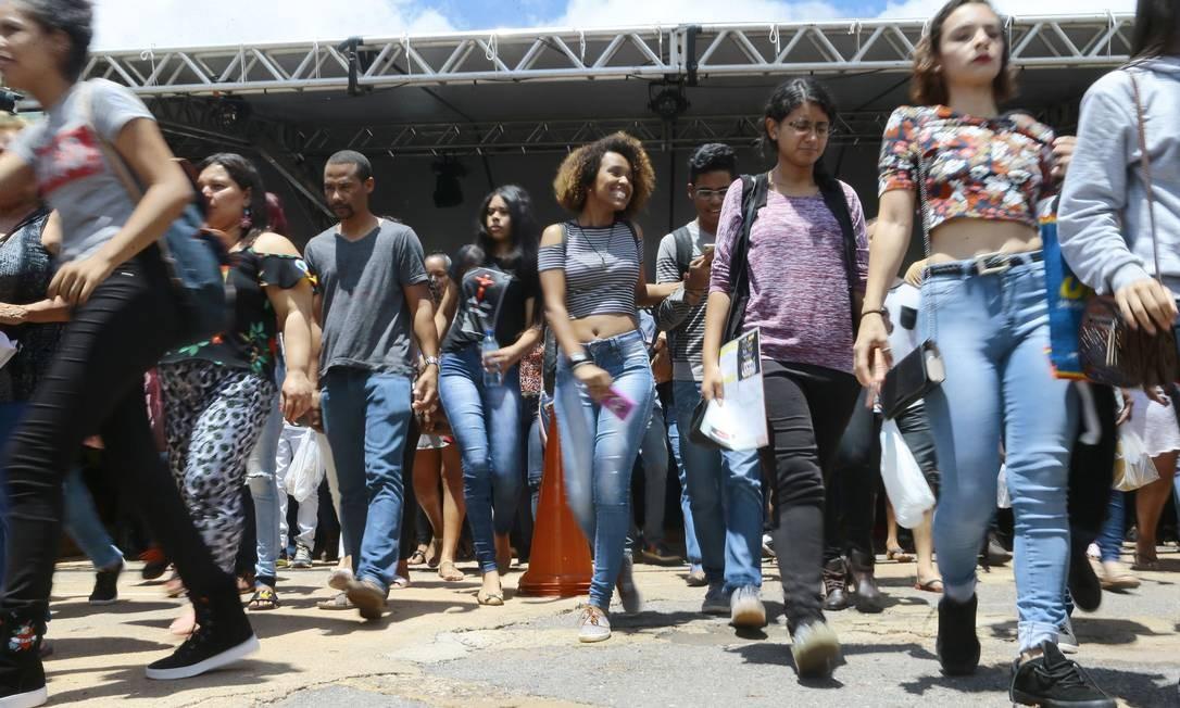 Estudantes chegam para as provas do Enem 2018 na Uniceub, em Brasília Foto: Jorge William - 11-11-2018 / Agência O Globo