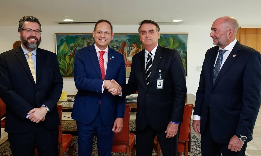 Araújo, Miguel Ángel Martín, do Supremo venezuelano no exílio, Bolsonaro e Gustavo Cinose, da OEA Foto: Alan Santos/Divulgação