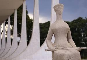Estátua da Justiça em frente ao Supremo Tribunal Federal (STF), na Praça dos Três Poderes Foto: Jorge William/Agência O Globo/09-02-2018