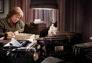 Melissa Mccarthy e gato de 'Poderia me perdoar?' Foto: Divulgação