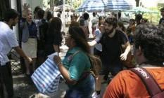 Candidatos entram em local de prova para fazer o Enem 2018 Foto: Leo Martins/Agência O Globo