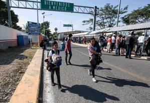 Imigrantes de Honduras chegam a Ciudad Hidalgo, no México, após cruzarem a fronteira com a Guatemala Foto: ALEJANDRO MELENDEZ / AFP