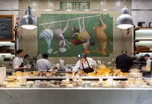 Queijos a venda no Wally's, em Beverly Hills, Califórnia Foto: Beth Coller / The New York Times