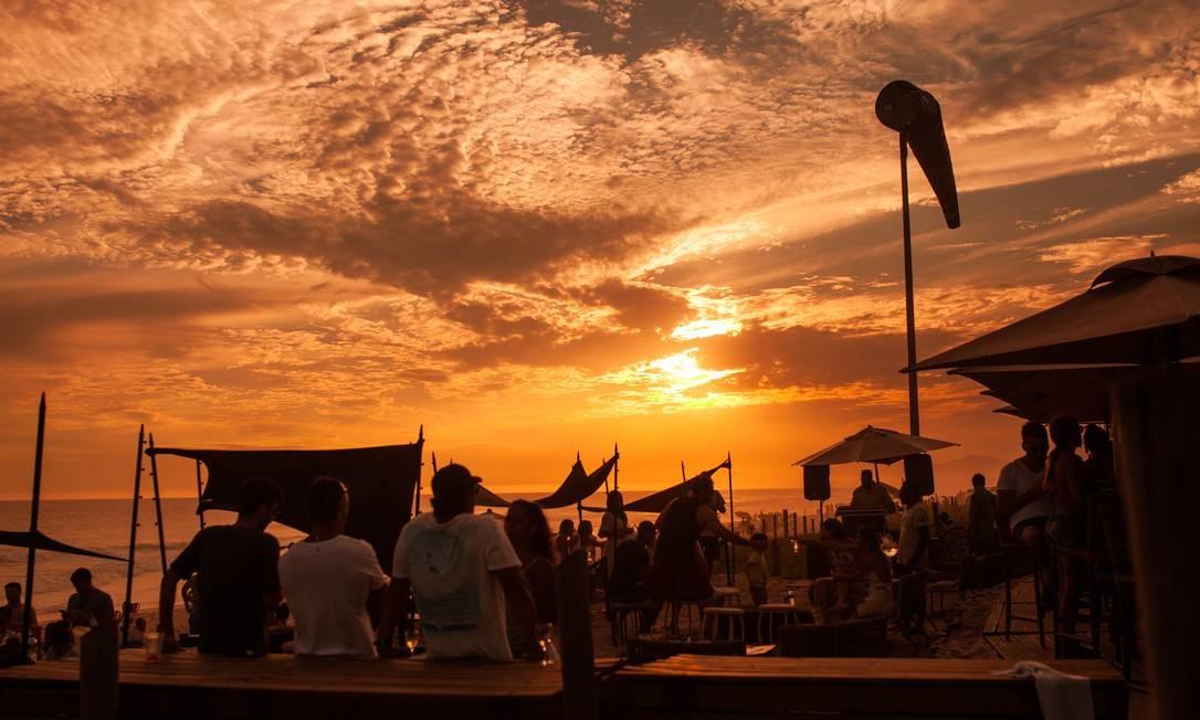 Pôr do sol no Clássico Beach Club, na Barra Foto: Divulgação/Maria Mattos