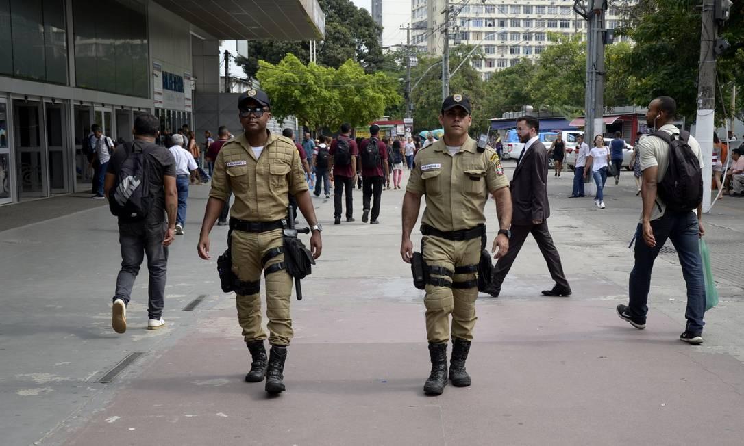 Agentes da Guarda atuam no Centro de Niterói: com o concurso, corporação contará com mais de 700 homens Foto: Bruno Eduardo Alves / Prefeitura de Niterói