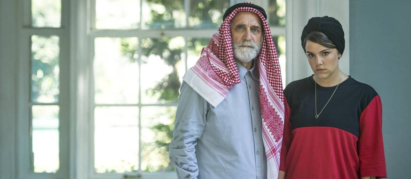 'Órfãos da terra': Herson Capri e Alice Wegmann como os vilões Aziz e Dalila Foto: Mauricio Fidalgo / TV Globo