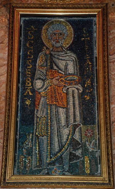 SANTA DIFERENÇA: Este mosaico de 682 é a primeira representação conhecida de São Sebastião, que aparece com barba e cabelos brancos, túnica e capa em detalhes doutrados. Está na Basílica de São Pedro Acorrentado, em Roma Foto: Reprodução