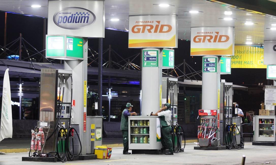 Gasolina e diesel vão aumentar no sábado nas refinarias, avisa Petrobras Foto: Paulo Nicolella / Agência O Globo