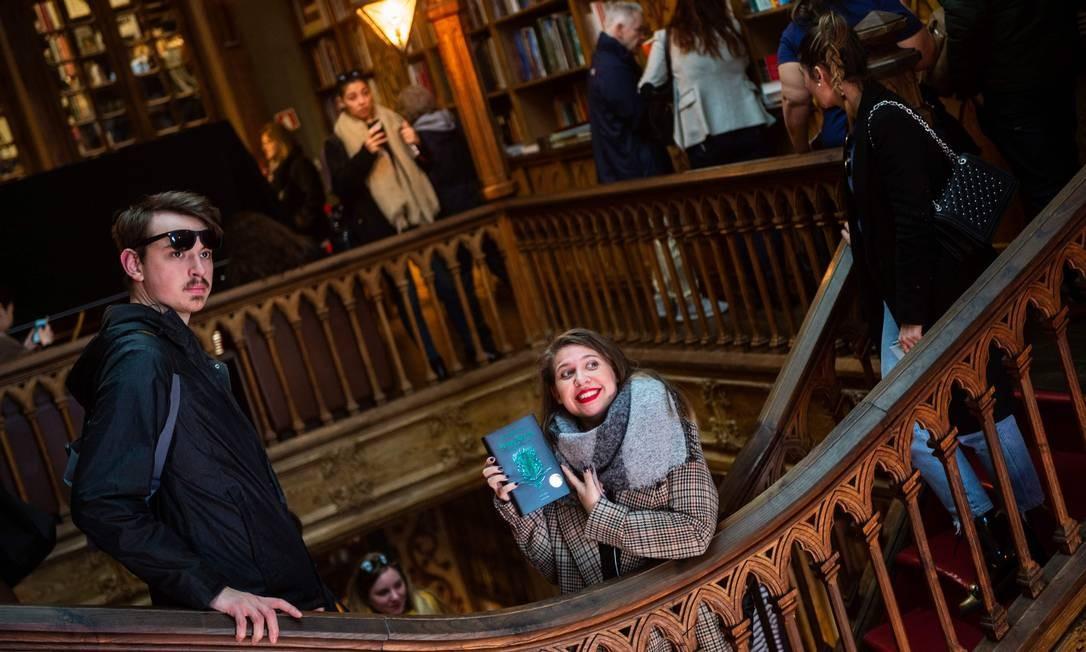 O interior da livraria teria servido de inspiração para a escola de bruxaria Hogwarts Foto: MIGUEL RIOPA / AFP