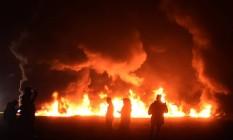 Explosão demorou cerca de sete horas para ser controlada; começou não muito depois das 17h (horário local) e só terminou à meia-noite Foto: Alfredo Estrella / AFP