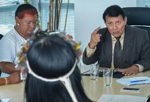 Franklimberg com lideranças indígenas em 2017 Foto: Agência O Globo