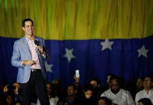Nova cara. Juan Guaidó, presidente da Assembleia Nacional, dirige-se à multidão numa das reuniões populares que estão sendo realizadas em toda a Venezuela: deputado galvanizou a oposição e ajudou a reavivar a luta contra Maduro Foto: CARLOS GARCIA RAWLINS / REUTERS