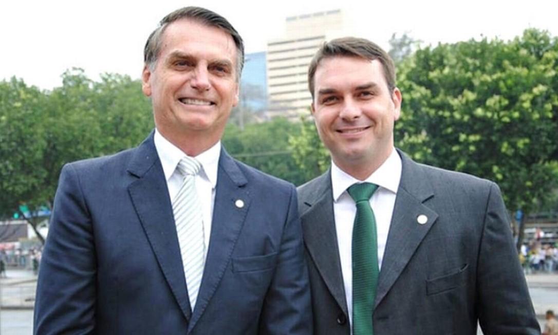 Resultado de imagem para bolsonaro e Flávio Bolsonaro