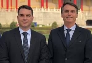 Silêncio de Flávio e Jair Bolsonaro sobre movimentações financeiras amplia crise em torno do Caso Queiroz Foto: Reprodução / Flickr