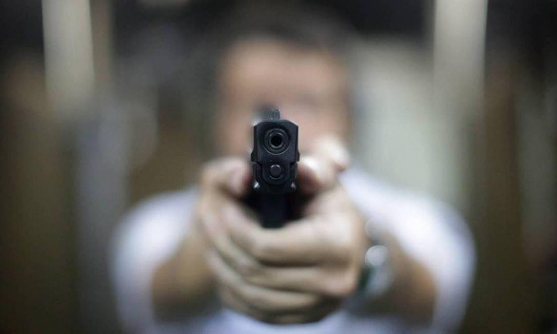 Acidentes caseiros com armas de fogo não são registrados pela polícia de forma específica Foto: Márcio Alves / Agência O Globo