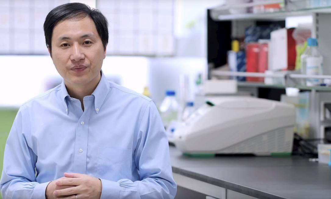 O pesquisador chinês He Jiankui, que afirmou ter criado os primeiros bebês geneticamente modificados da História, foi demitido da universidade em que trabalhava Foto: Reprodução