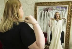 Karina Cancella conta sua saga para encontrar um vestido de noiva para o seu tamanho Foto: Guito Moreto / Agência O Globo