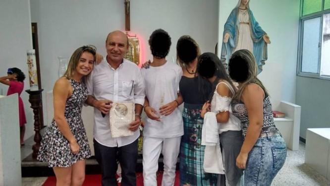 Evelyn e Queiroz: pai e filha vinculados a Flávio Bolsonaro Foto: Reprodução / Facebook