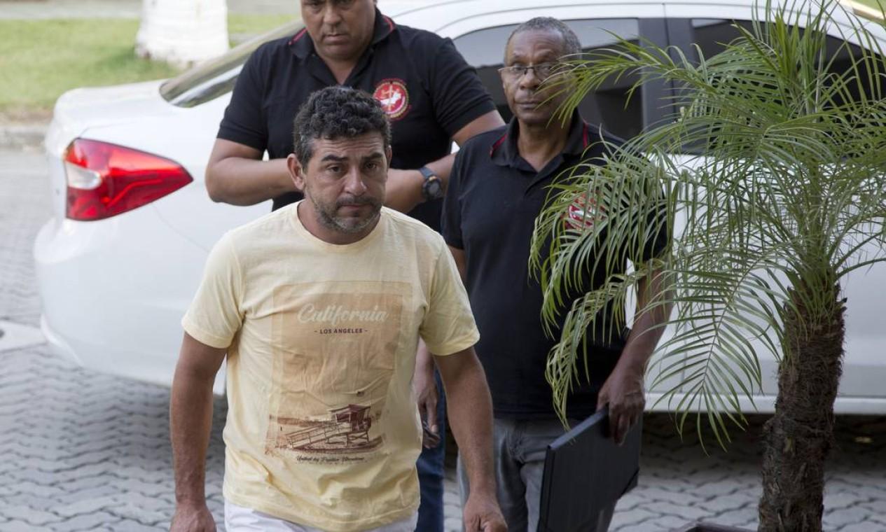 Denunciado por envolvimento com a milícia de Rio das Pedras, Benedito Aurélio Ferreira Carvalho chega preso à Cidade da Polícia Foto: Márcia Foletto / Márcia Foletto
