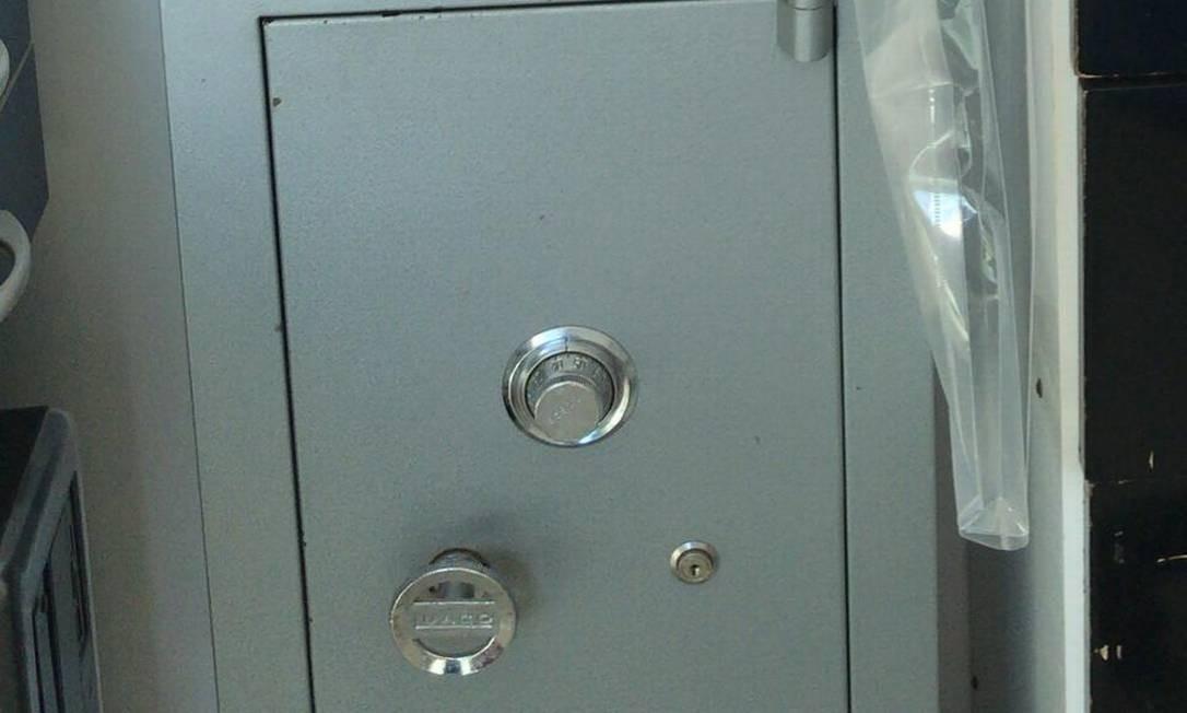 Um cofre é encontrado na casa de Cabelo, preso na Operação Intocáveis Foto: Reprodução