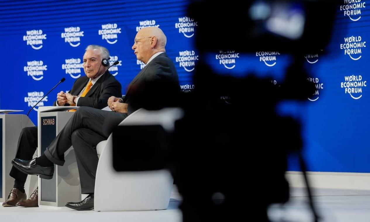 Em 2018, Michel Temer, responde a perguntas sobre o Brasil ao lado do presidente do Fórum, Klaus Schwab Foto: Beto Barata / PR