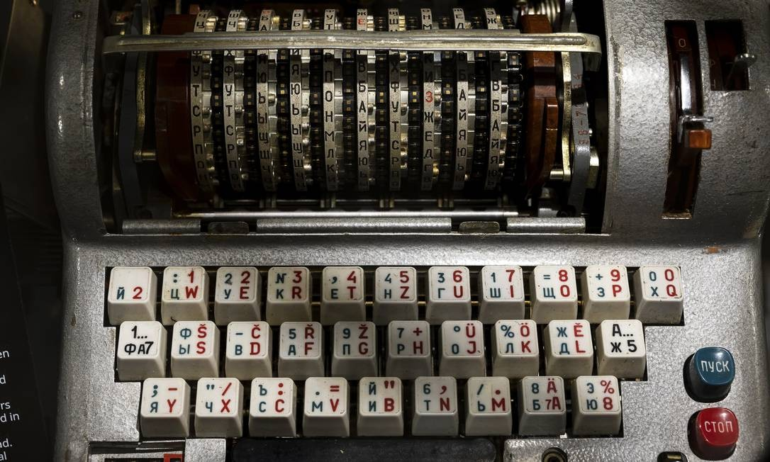 """Uma máquina de codificação M-125 feita na Rússia, também conhecida como """"Fialka"""", no """"Museu de Espionagem da KGB"""" Foto: KARSTEN MORAN / NYT"""