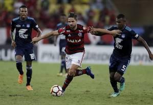 Diego no confronto entre Flamengo e Emelec no Maracanã, em 2018 Foto: Marcelo Theobald / Agência O Globo