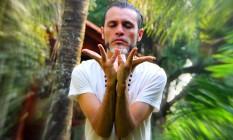 Diógenes Mira, o guru Ananda Joy, ministra cerimônias tântricas usando o chá ayahuasca, também conhecido como Daime, no centro que mantém em Piracicaba, interior de São Paulo Foto: Reprodução/Facebook