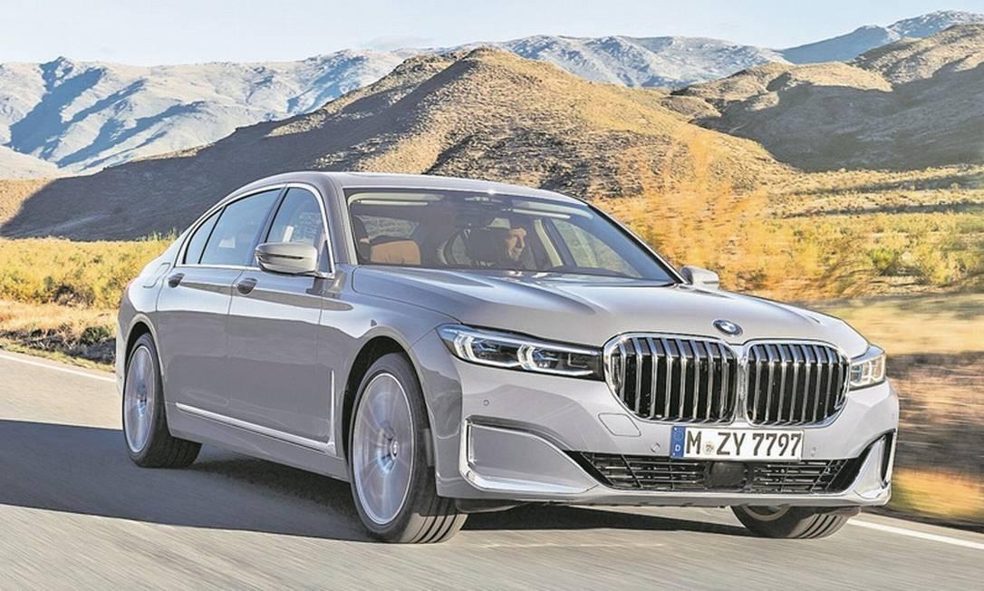 A grade gigante veio do utilitário X7. Desde os tempos do designer Chris Bangle a BMW vem aprontando surpresas assim... Foto: / Divulgação