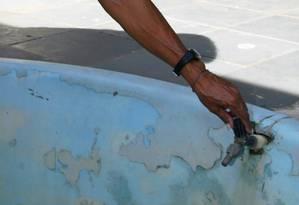 Problema histórico: Moradores da Zona Oeste sofrem com falta d'água Foto: Felipe Hanower / Agência O GLOBO
