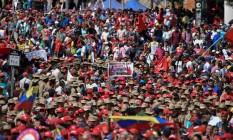 Apoiadores de Nicolás Maduro durante ato de apoio ao regime em Caracas Foto: LUIS ROBAYO / AFP