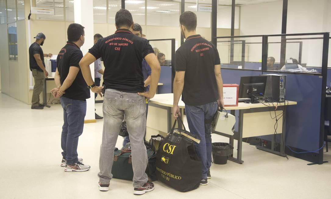 MP-RJ apreendeu vasto material em operação Foto: Márcia Foletto / Agência O Globo