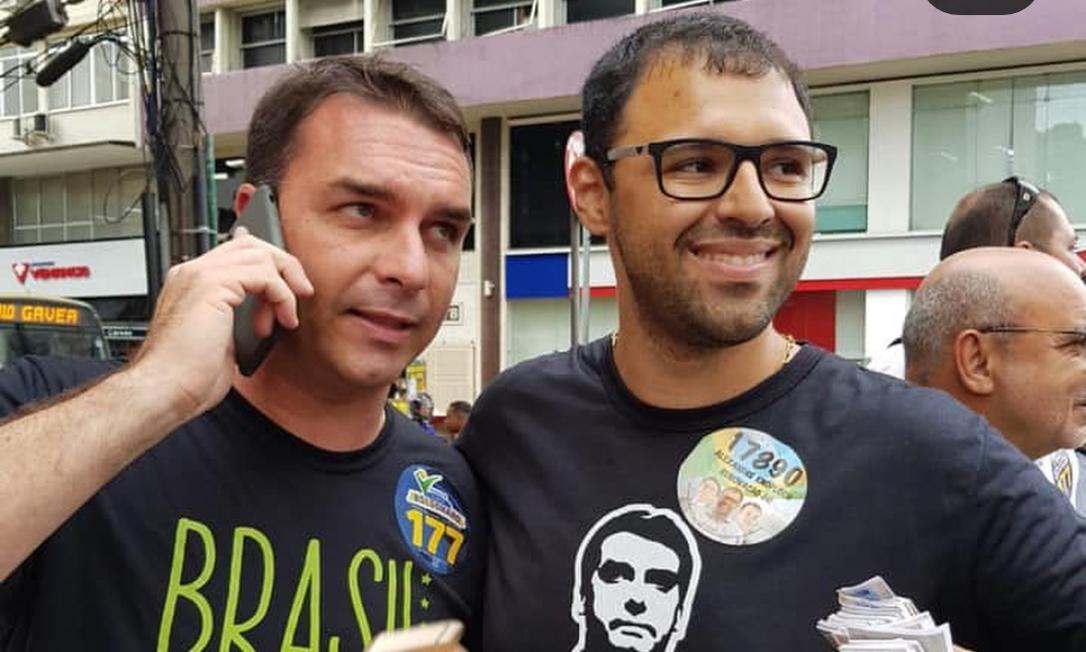 Alexandre Knoploch, assessorado por Davy Albuquerque, aparece ao lado de Flavio Bolsonaro Foto: Reprodução