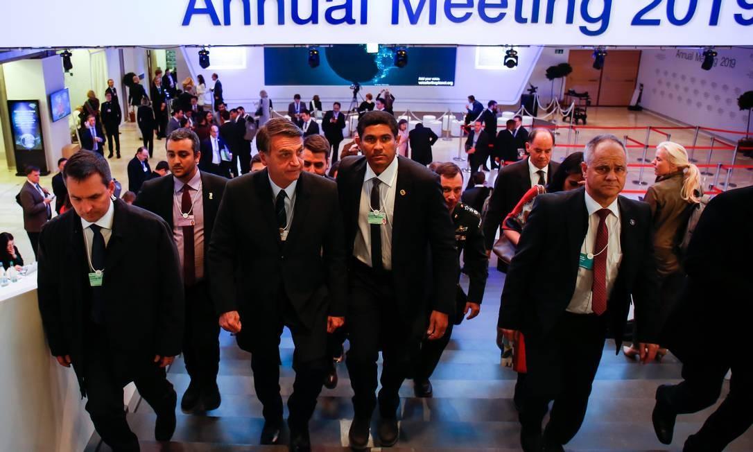 Presidente da República, Jair Bolsonaro caminha por Fórum Econômico Mundial, em Davos Foto: Alan Santos/PR / Agência O Globo