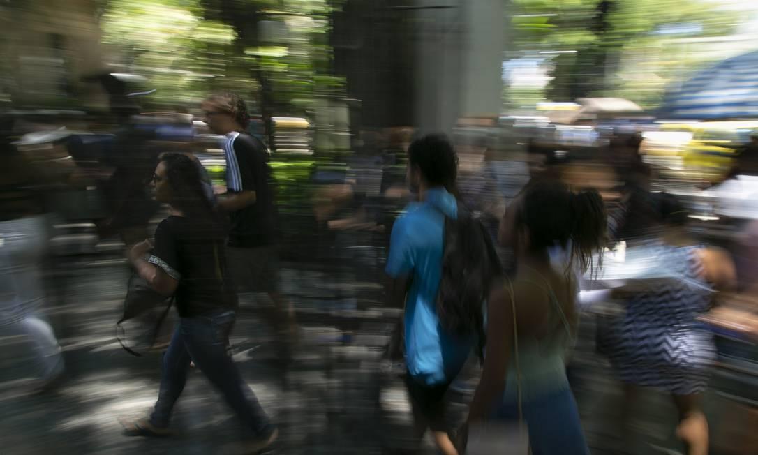 Estudantes chegam a unidade Maracanã da Universidade Veiga de Almeida para o segundo dia de Enem Foto: Leo Martins / Agência O Globo