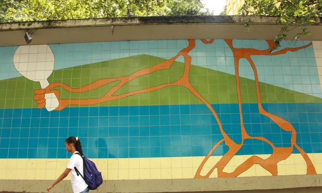Painel de Millôr Fernandes, em Copacabana, homenageia o frescobol Foto: Gabriel de Paiva / Agência O Globo