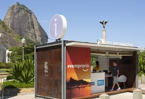 No quiosque em acesso ao Pão de Açúcar, único roteiro divulgado era trajeto de empresa de ônibus Foto: Leo Martins / Agência O Globo